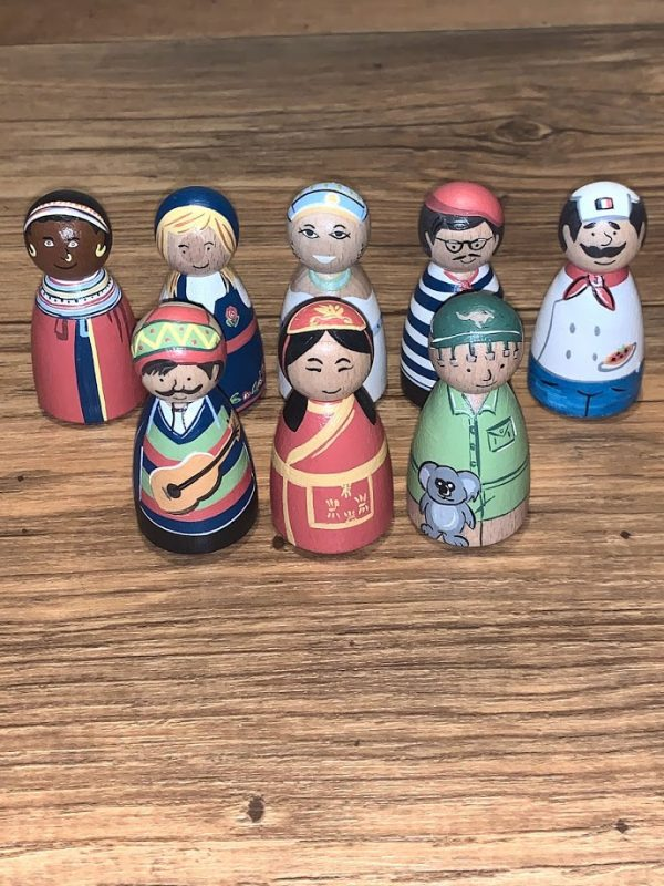 Tots World Peg Doll Family